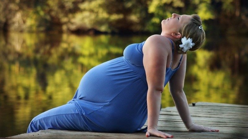 """Британских акушерок просят не называть беременных """"она"""" и """"роженица"""""""