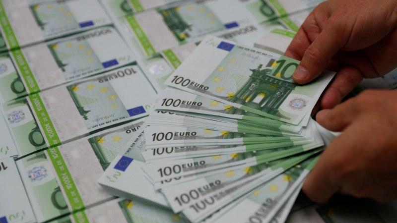 Вышедшая в отставку по собственному желанию чиновница получит почти 16 000 евро компенсации