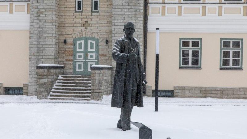 Ka Ivo Linna kampsun jutustab Maarjamäe lossis saja-aastase Eesti riigi lugu