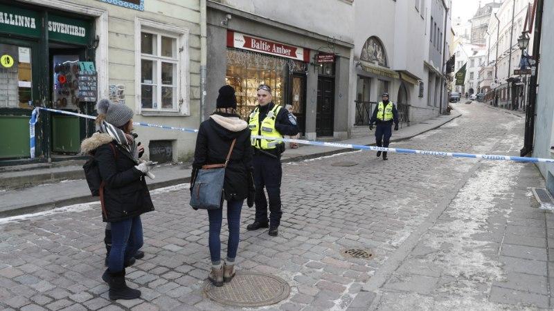 FOTOD | Politsei sulges kahtlase eseme tõttu Raekoja platsi juures tänava