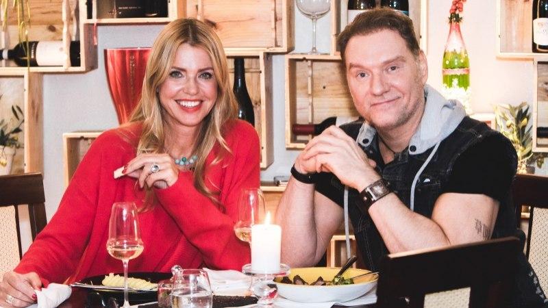 ŠAMPANJA-HOMMIKUSÖÖK STAARIGA   Mart Sanderil on põhjust tähistamiseks