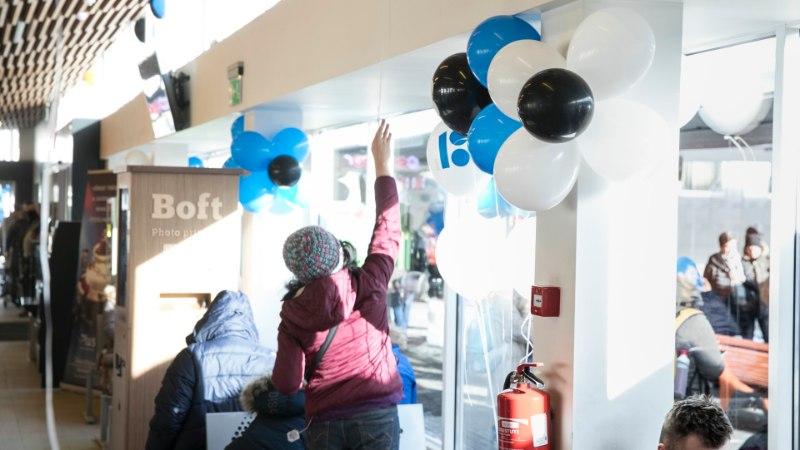 FOTOD   Tallinna bussijaam ehtis end sinimustvalgesse