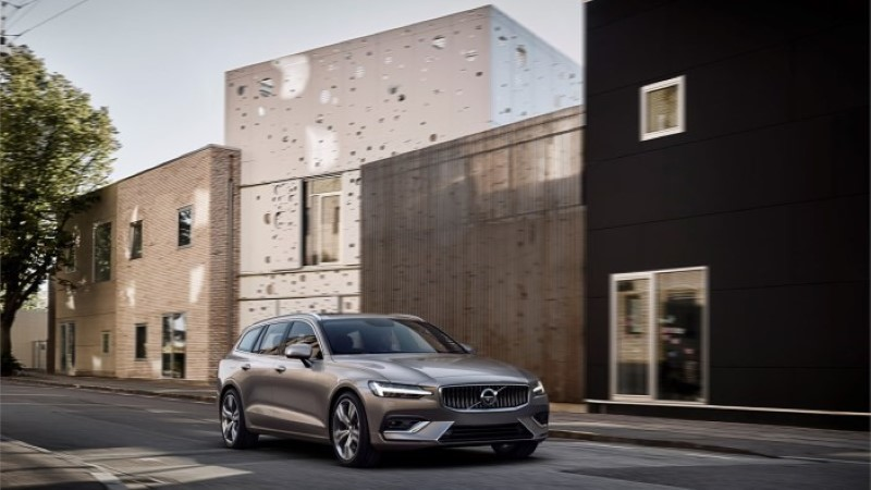 Ilus ja praktiline: rootslased esitlesid uut nooblit pereuniversaali Volvo V60