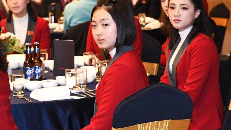 GALERII   Põhja-Korea saadab olümpiale sadu kauneid ergutustüdrukuid