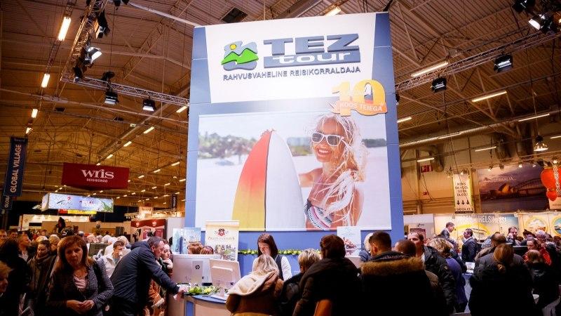 Очередь на туристическую ярмарку Tourest парализовала движение транспорта на Пирита теэ