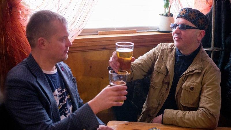 ÕL VIDEO | Jaak Juske ja Juku-Kalle Raidi baarituur ajas Kopli kõrtsid rahvast lõhki