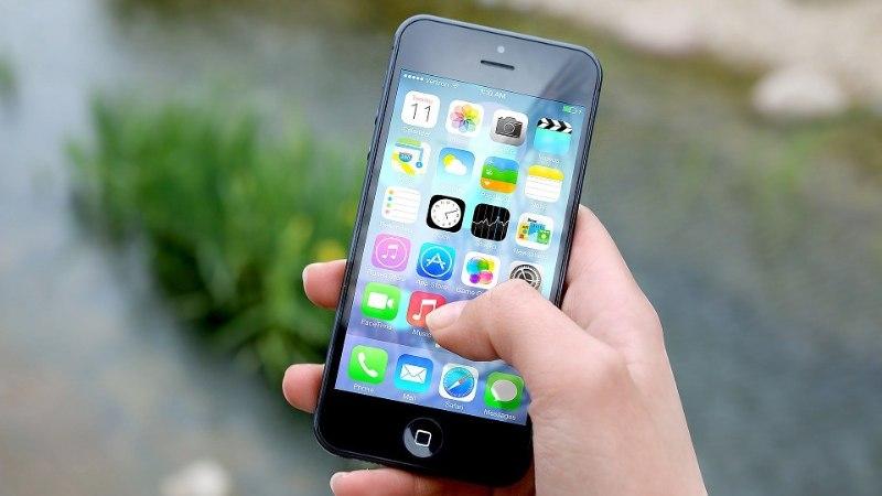 В Эстонии 72% водителей разговаривают за рулем по мобильному телефону