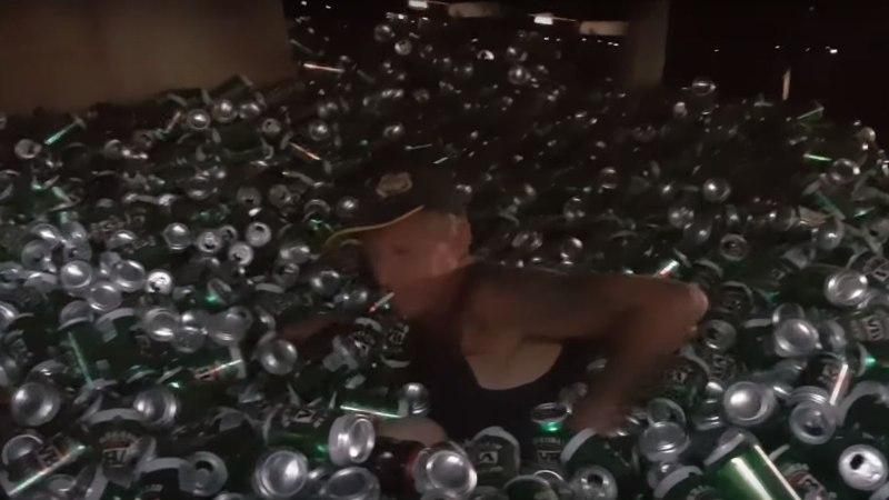 VIDEOD | Poisid jäävad poisteks: Austraalia mees ehitas endale õllepurkidest pallimere