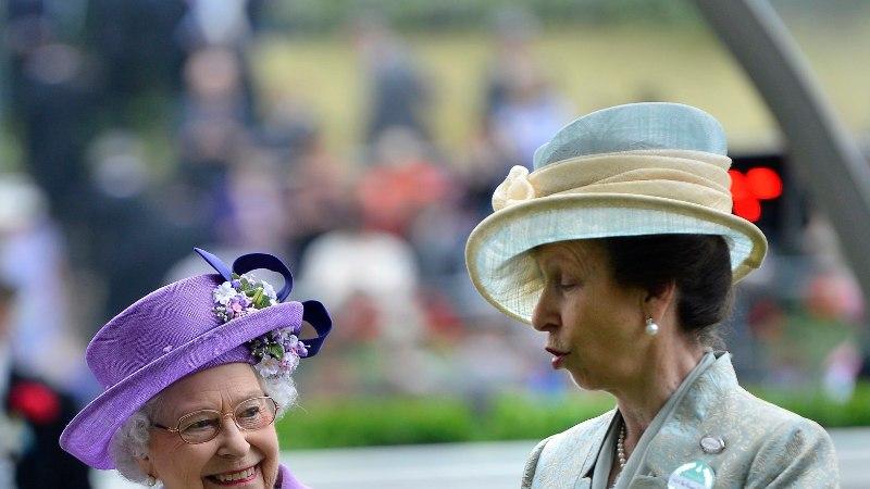 VAAT SEE ON SÄÄSTLIKKUS! Printsess Anne kannab 40 aastat vana mantlit