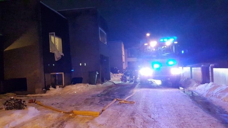 FOTOD   ÕNNELIK ÕNNETUS: Tartu tulekahjule said jaole juhuslikult lähedal viibinud päästjad