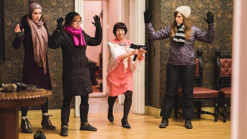 """""""Kättemaksukontoris"""" mänginud Klaudia Tiitsmaa: teatrit tehes saab nii naerda kui ka nutta ja mõnikord oledki laval päriselt pisarates"""