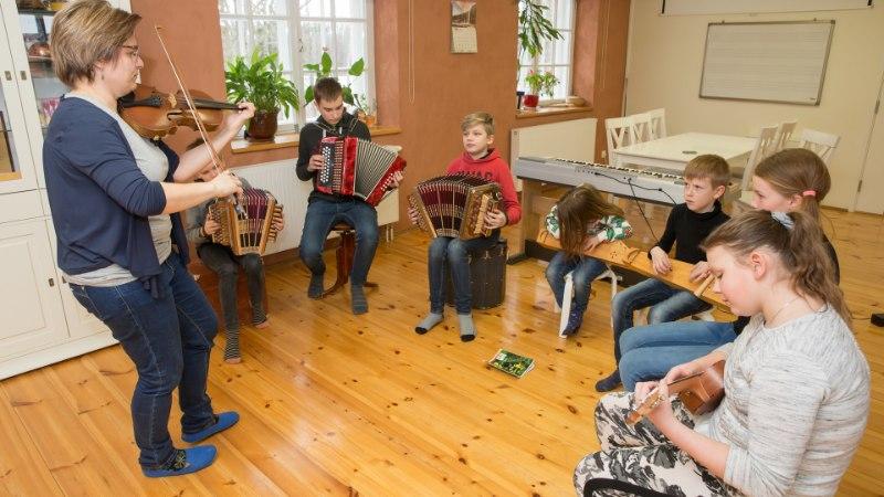 Lapsevanema mure: vald ei toeta lapse õppimist lähimas muusikakoolis