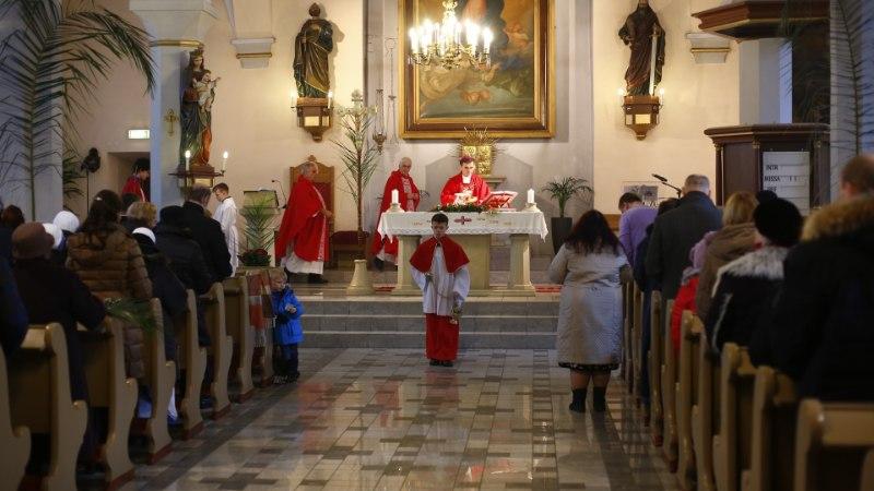 GALERII | Eesti katoliiklased tähistasid palmipuudepüha ristikäiguga