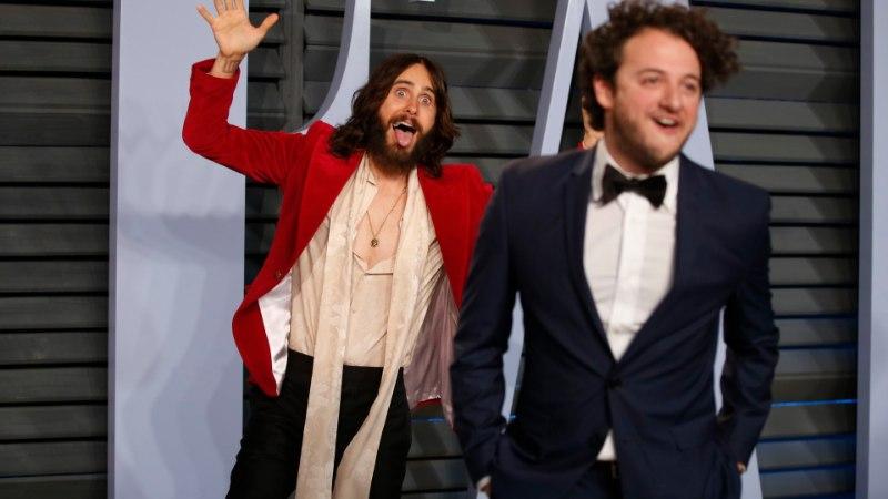 FOTOD | NIBUKLEEPSUD JA HULLUD POOSID: staarid lasid kuumimal Oscarite peol auru välja
