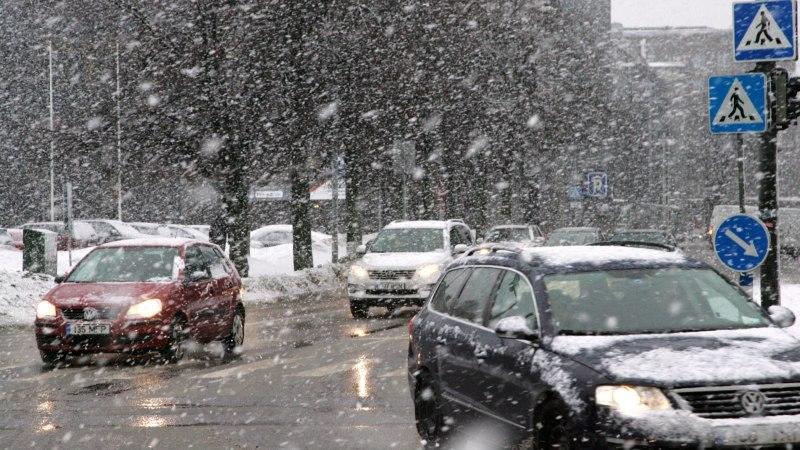 ILMAPROGNOOS: sajab lund ja tuiskab, teedel suureneb jäiteoht