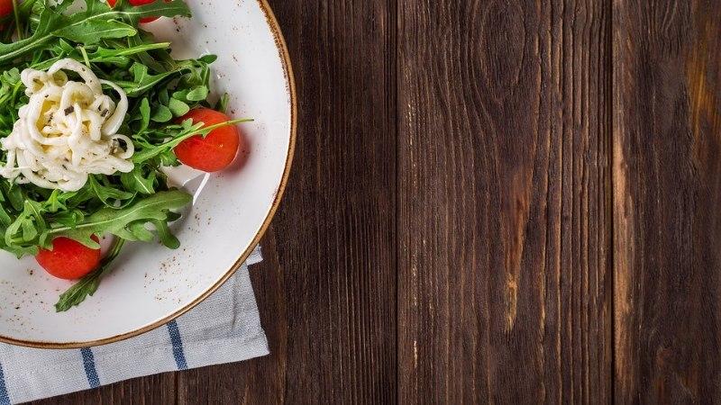 Kuidas teha ilusaid toidupilte? Nõu annab tuntud toidublogija ja -stilist Anett Velsberg