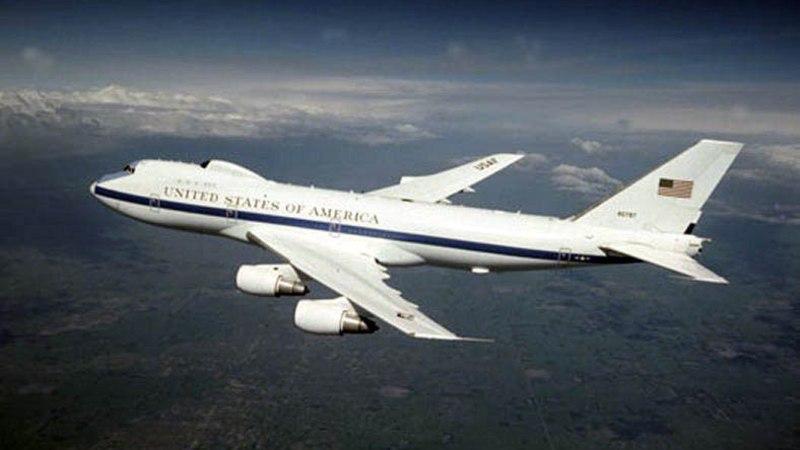 """Это война? В США поднят в небо """"самолет судного дня"""""""