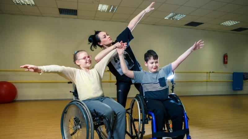 ERILISE LAPSE VANEMAD: me tegime aastaid kõike, et oma last ratastoolist välja saada
