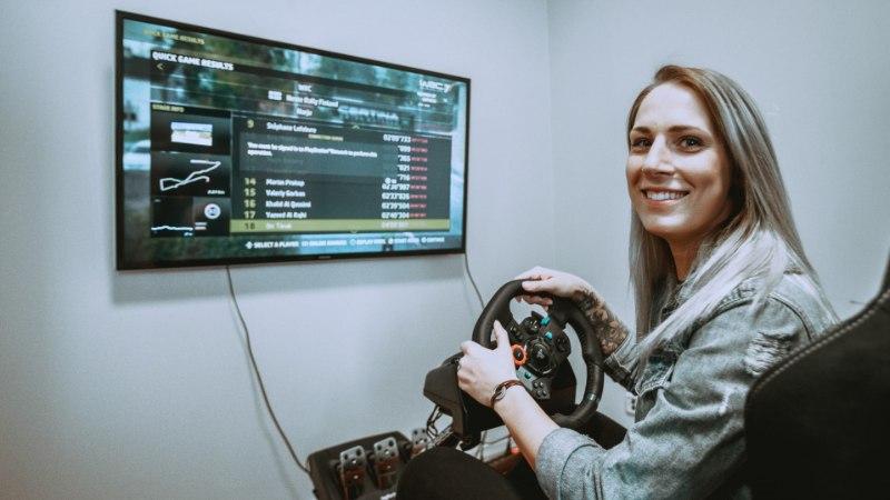 ÕL VIDEO | Jalgpallur Eneli Kutter WRC-auto roolis: tundub nagu ma sõidaksin aeglaselt, aga tegelikult ... sõidangi aeglaselt