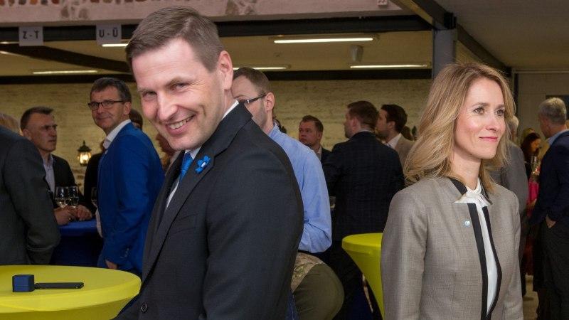 ÕL VIDEO JA GALERII   Reformierakonna üldkogu: sõbralikud naeratajad, kellel rusikas taskus?