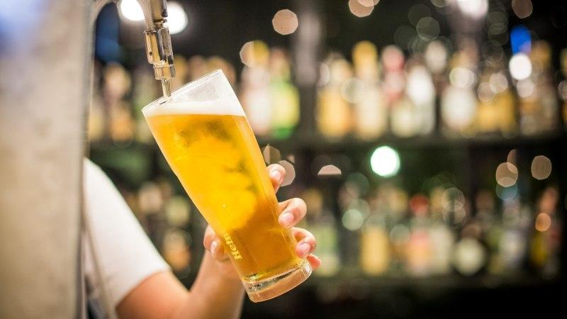 Ученые рассказали, как правильно пить пиво