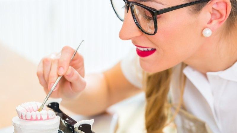 Hambaarstilt tuleks küsida proteeside ohutust tõendavat kinnituskirja