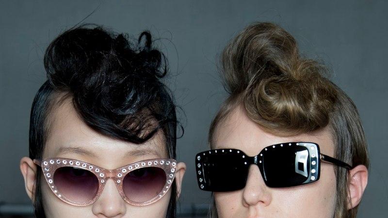 Metallraamid on tagasi! Ümarad, tilgakujulised ja sillaga prilliraamid dikteerivad trendi