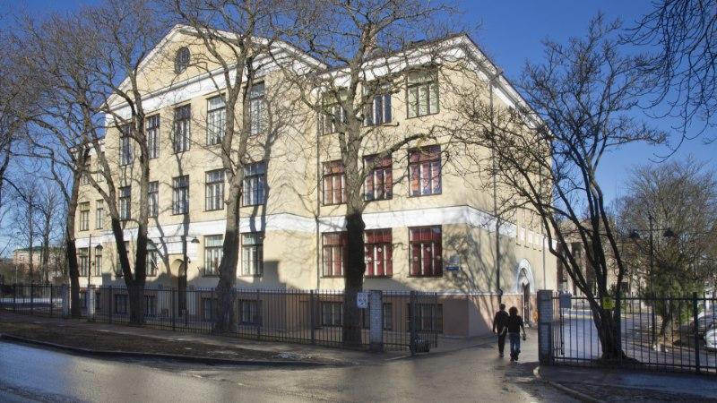 Tallinn ei kiirusta erafirmadele antud koolimaju tagasi ostma