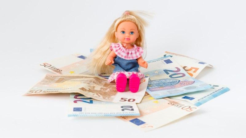 Kahele lapsele sularahas elatist maksnud isa sai valusalt vastu näppe