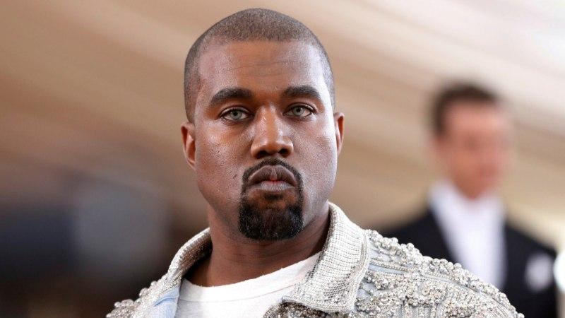 Lähedased mures: Kanye vallandab alluvaid ja säutsub veidrusi