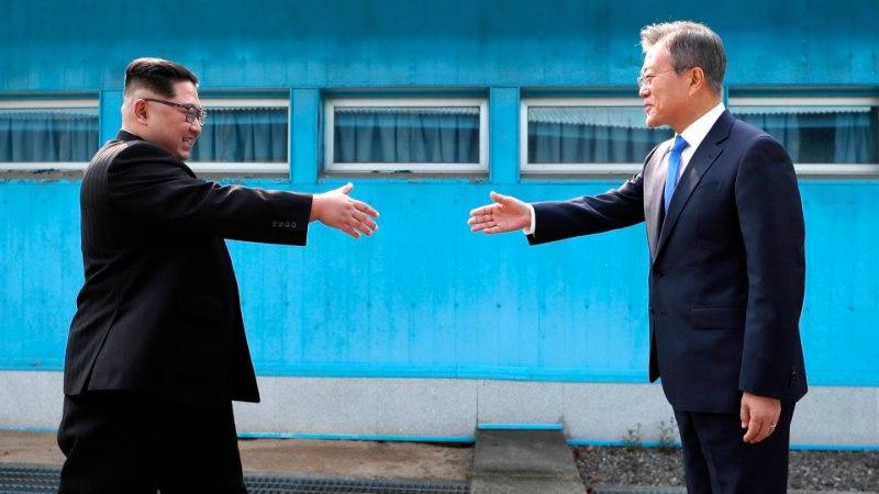 FOTOD | Ajalooline: Kim Jong-un ületas Lõuna-Korea piiri