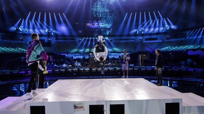 Tšehhi eurolaulja vigastas Eurovisioni esimeses lavaproovis selga