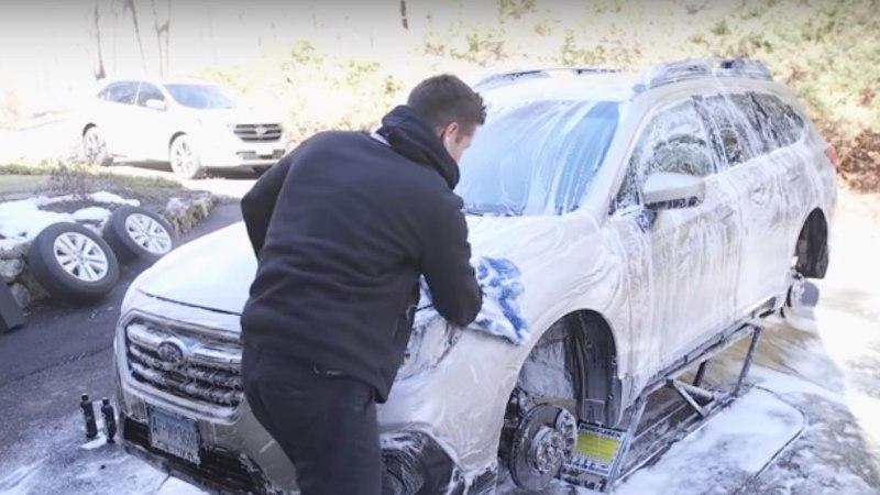VIDEO | Kuidas saada lahti autole ladestunud soolast?
