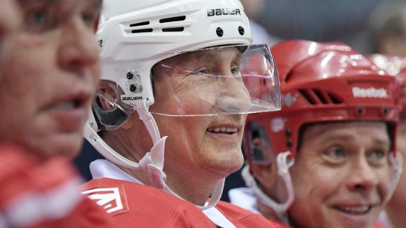 VIDEO JA GALERII | President Putin viskas Venemaa NHLis viis väravat ja jagas fännidele autogramme