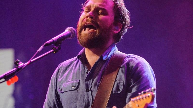 Šoti politsei kinnitas, et sadamast leitud surnukeha on laulja Scott Hutchison