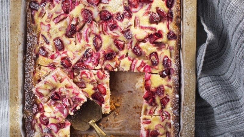 Rabarberikook maasikatega
