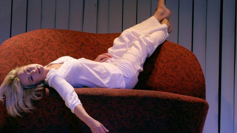 10 asja, mis naise peast pärast lahkuminekut läbi käib