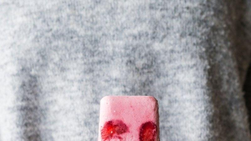 Maitsev ja tervislik! Värskendavad maasika-jogurti pulgajäätised