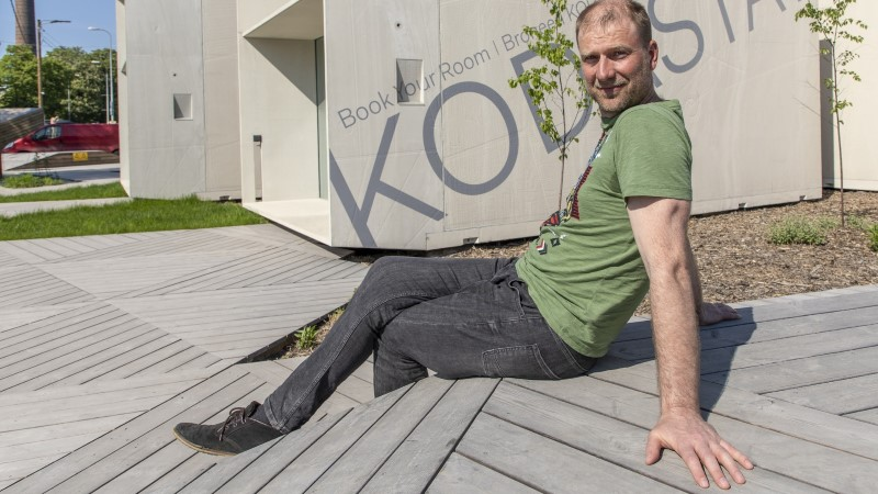 Arhitekt Ülar Mark paneb muusikud klaaskastis pilli mängima
