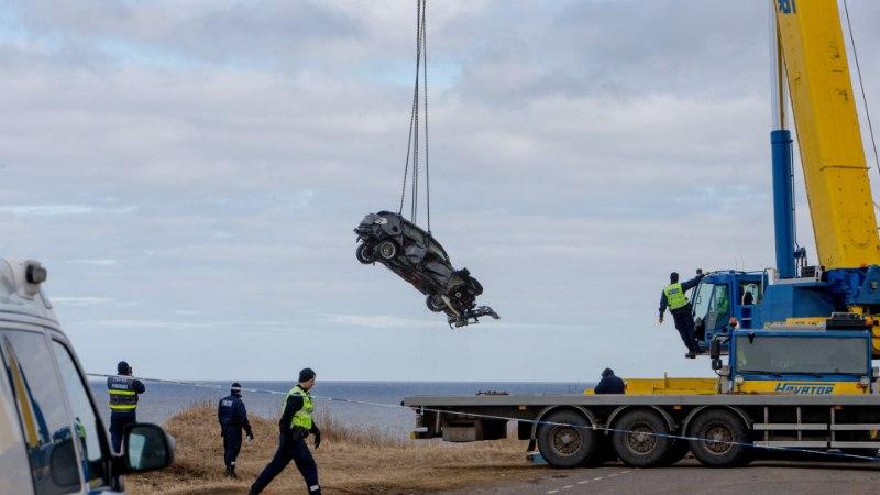 VASTUSEID POLE: miks autojuht Pakri pangalt aprillis merre sõitis?