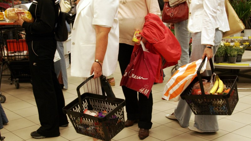 ÕHTULEHE OSTUKORV: neljaliikmelisel kokkuhoidlikul perel kulub toidupoes kuus ligi sada eurot enam kui 15 aastat tagasi