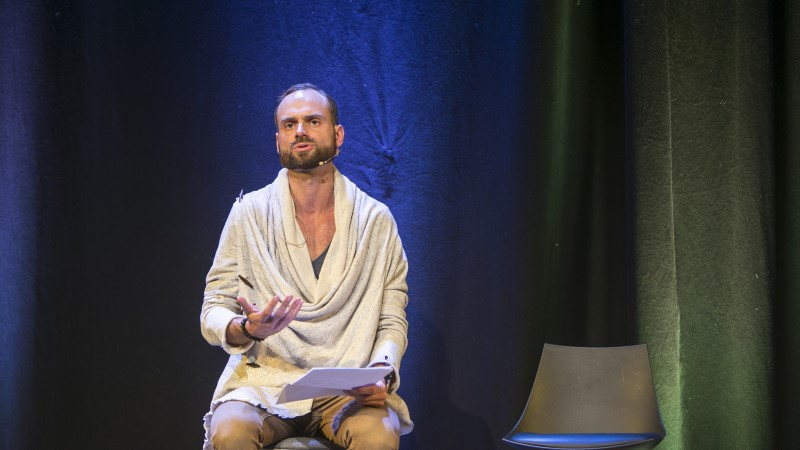 Seminar meestelt naistele: mehed koorisid end alasti ja naised nutsid