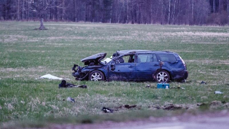 FOTOD ja VIDEO SÜNDMUSKOHALT   Harjumaal hukkus autoga teelt välja sõitnud mees