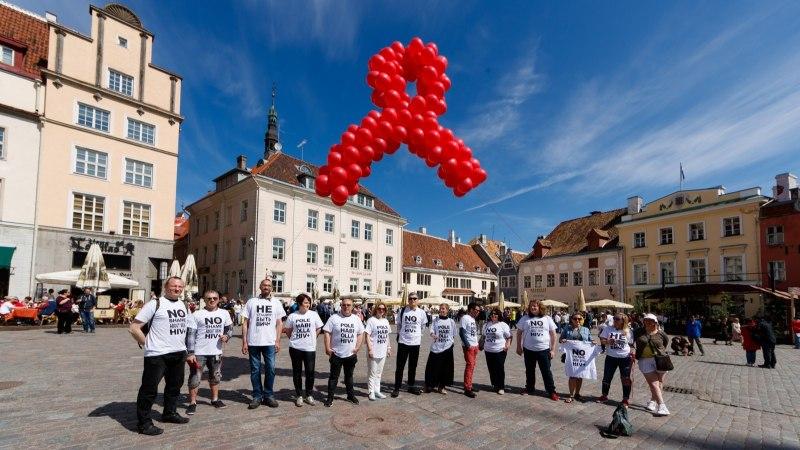 GALERII | Aidsiohvrite mälestuspäeval meenutati epideemia tõttu elu kaotanuid
