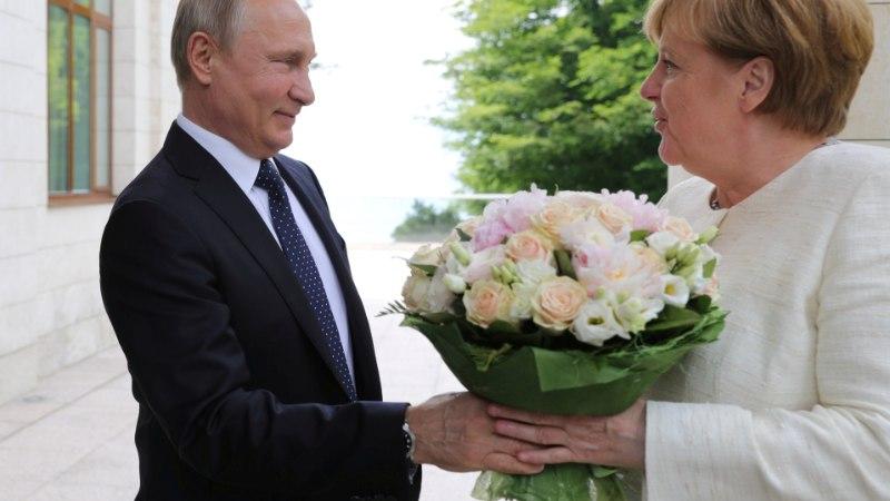 BILD: Putin soovis lillekimbuga Merkelit solvata