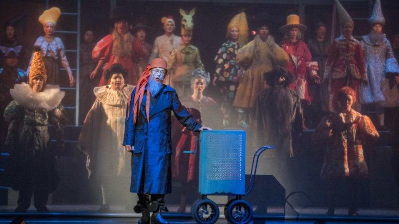"""PINGELINE PEAPROOV: muusikali """"Buratino"""" lavastaja Andres Dvinjaninov märkis parandusi üles kolme lehekülje jagu"""