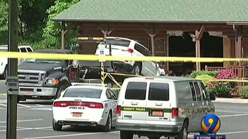 JUBE: mees sõitis restorani seina maha, et oma perekonda tappa