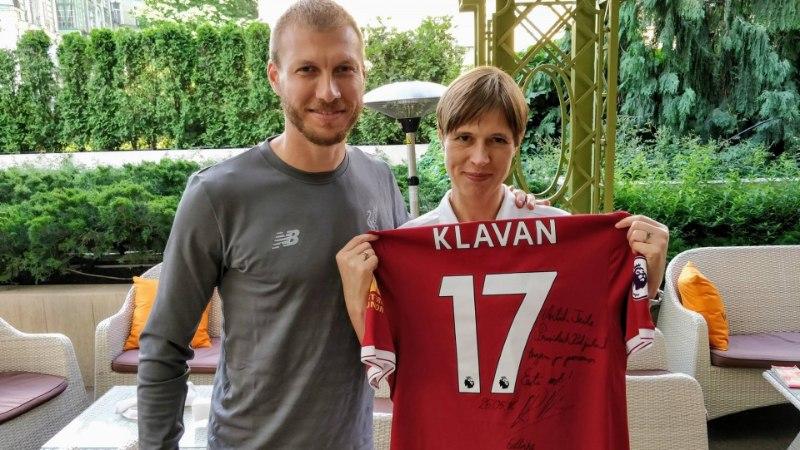 FOTOD | Kaljulaid sai Klavanilt südamliku pühendusega mängusärgi