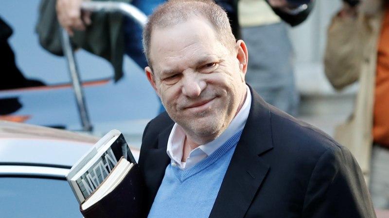 Vägistamises süüdistatav Weinstein andis end politseis üles