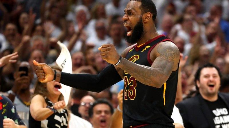 Hiilgav LeBron James vastas väljalangemisohule talle omasel moel
